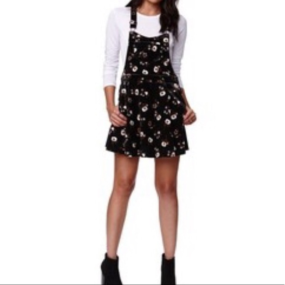 b4da5c7ba4f5 Kendall   Kylie Dresses   Skirts - KENDALL   KYLIE